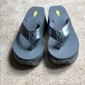 Volatile Pewter Size 7 Josephine Platform Sandals